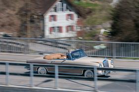 Unterwegs im mercedes benz 220 se cabriolet for Interieur aussprache
