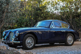 Aston Martin DB 2/4 Mark I 3 litres Coupé (1954) - als Lot 372 an der Bonhams Versteigerung im Grand Palais in Paris am 8. Februar 2018 (1954)