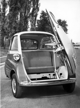 das rettende gerettete motocoup bmw isetta 300. Black Bedroom Furniture Sets. Home Design Ideas
