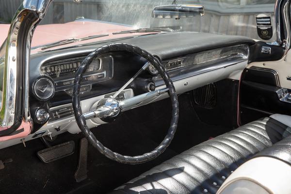 cadillac series 62 convertible - flossen-hoch für clint eastwood