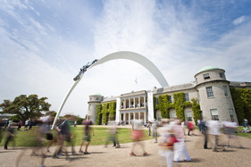 Bild (1/22): Das Erkennungszeichen der 2014-er-Ausgabe - Goodwood Festival of Speed 2014 (© Drew Gibson - Courtesy Goodwood Festival of Speed, 2014)