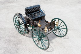 Bild (8/16): Holsman Model 3 High-Wheel Runabout (1907) - als Lot 179 an der RM Auction Hershey vom 9./10. Oktober 2014 (© Fotograf: Gabor Mayer - Courtesy RM Auctions, 2014)