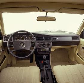 Mercedes benz 190e 2 6 baby benz mit luxus muskeln for Interieur mercedes 190