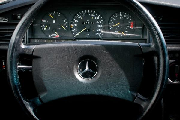 Mercedes benz 190 e 2 3 16 f r die sportlichen for Mercedes benz route 17