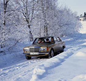 Mercedes Benz 280 E (1977) - winterliches Stillbild (1977)