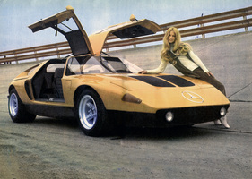 Bild (10/16): Mercedes Benz C111 (1970) - in der Steilkurve in Untertürkheim (Archivbild)