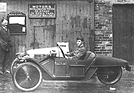 Bild (14/16): Morgan Three Wheeler (1917) - Captain Albert Ball am Lenkrad eines M.A.G.-Motor im Grand Prix Modell (© Fotograf: Morgan Motor Company, 1917)