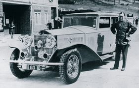 Bild (5/16): Rolls-Royce Phantom II - Sir Malcolm Campbell mit seinem Rolls in Brooklands (© Fotograf: RR Press Club, 1934)