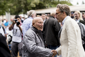 Bild (1/2): Sir Stirling Moss mit Lord March - Goodwood Festival of Speed 2014 (© Matt Ankers - Courtesy Goodwood Festival of Speed, 2014)