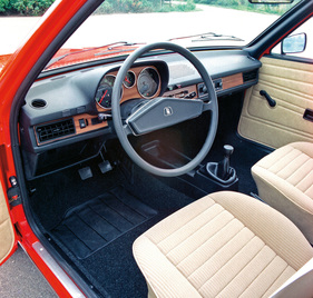 Bild / Foto: VW Passat (1976) - Interieur des ersten Passats (1976 ...
