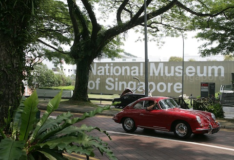Porsche 356 vor dem Nationalmuseum in Singapur