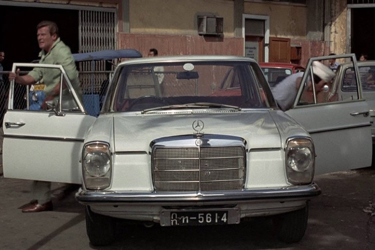 "Mercedes-Benz /8 im Bond-Film ""the man with the golden gun"" (© MGM)"