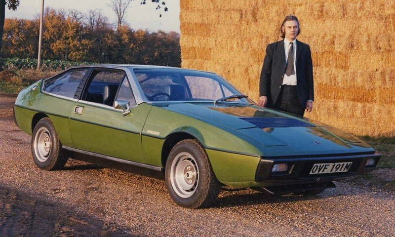 Oliver Winterbotton mit dem Lotus Elite Prototyp (© Lotus / Werk)