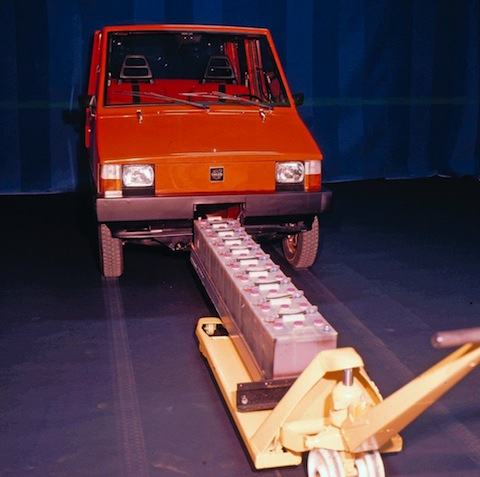 Volvo Electric Vehicle 1976 mit Batterie-Pack (© Werk / Volvo)