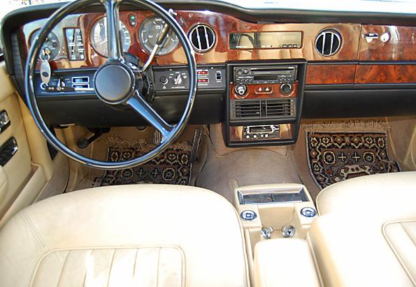 "Bild (15/17) vom Fahrzeug-Verkaufsinserat <strong>Rolls Royce Silver Spirit (1981)</strong>          : Rolls Royce Silver Spirit          <br/><br/>              <div class=""hideonmobile"" style="